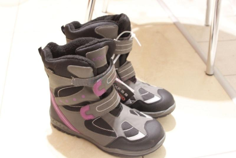 Predám dievčenské čižmy-nové 7a3f558323f