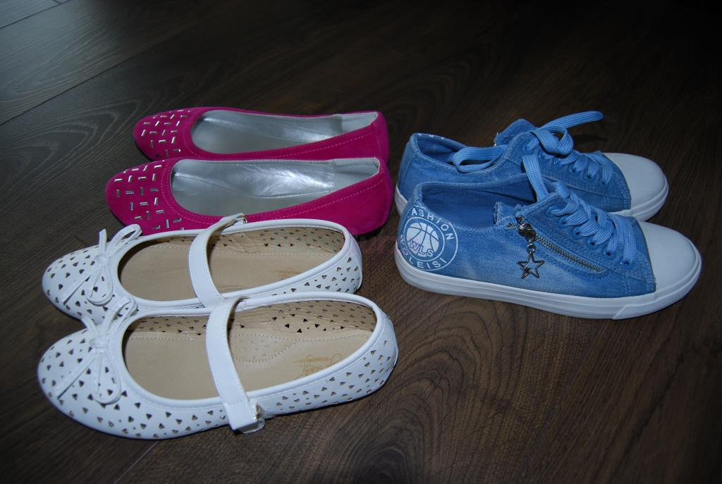 feb4a33225eb Predám dievčenské topánky  Predám dievčenské topánky