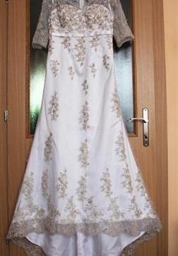 Biele saténové svadobné šaty s výšivkovými aplikáciami - 130 e7248e3f6a6