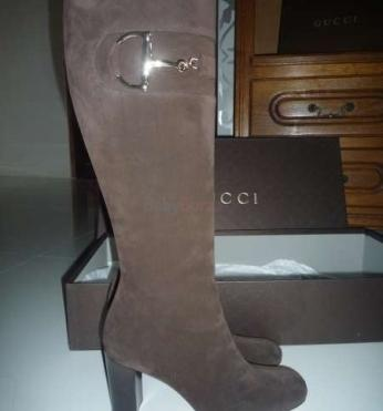 Exkluzívne čižmy zn. Gucci z velúrovej kože - 230 751642ca14d