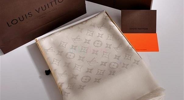 7d2aa6acd5 ... Louis Vuitton béžový krémový šál