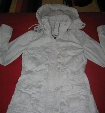 e7361c378 Predám dámsku zimnú bundu - 20,00 € | BabyBurza.sk