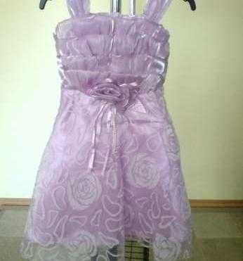 06bd1c32f1c3 Predám fialové trblietavé šatečky - 35