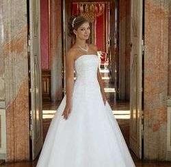 279393d2990b ... Predám princeznovské svadobné šaty ...