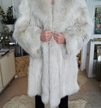 Výhodne predám nový dámsky kožuch striebornej líšky! - 500 3d9d84ecc9f
