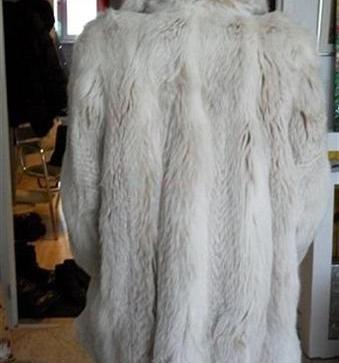 f78f80a2ab5f Výhodne predám nový dámsky kožuch striebornej líšky! - 500