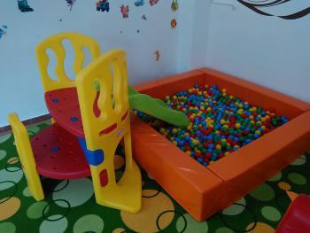 bazén,šmykľavka,hojdačky,stolík