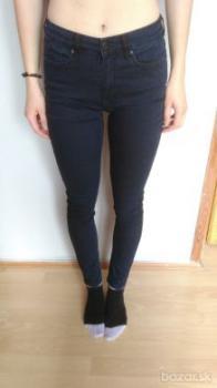 dámske čiernomodré džínsy (F&F)