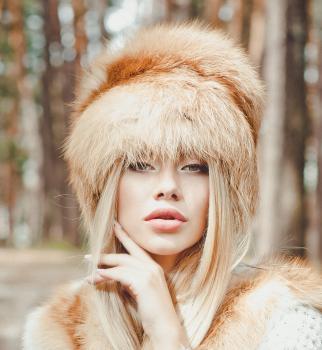 Čiapka dámska z červenej líšky.