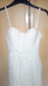 Tally Weil biele šaty