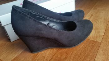 Dámske topánky na klinovom opätku