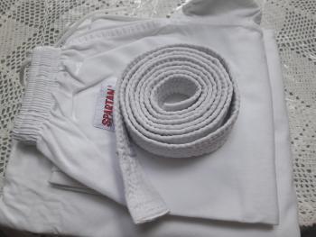 Predám karate dres 140 veľkosť..