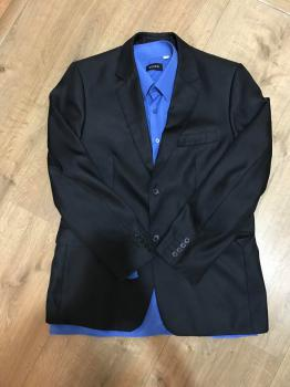 Klasický čierny pánsky oblek