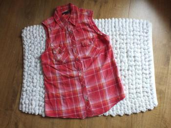 Letná červená košeľa