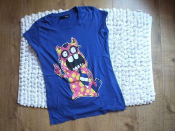 Modré tričko s príšerkou