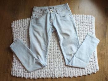 dámske svetlé nohavice