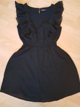 Čierne šaty s volánikmi