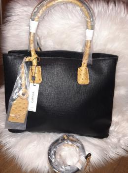 čierna kabelka Carpisa