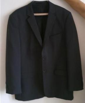 Elegantné pánske sako s nohavicami