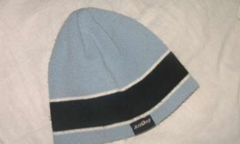 modrá čiapka