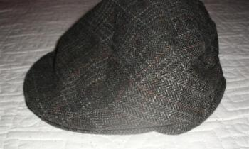Predám pánsku čapicu tmavej farby