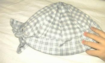 zateplená čiapočka s mašličkou